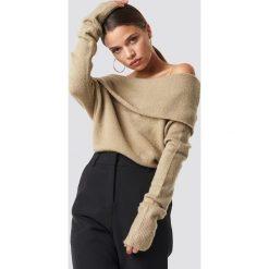 NA-KD Szeroki sweter z odkrytymi ramionami - Beige. Szare swetry oversize damskie marki NA-KD, z bawełny, z podwyższonym stanem. Za 80,95 zł.
