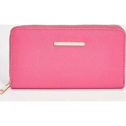 Duży portfel - Różowy. Czerwone portfele damskie marki Sinsay. Za 29,99 zł.