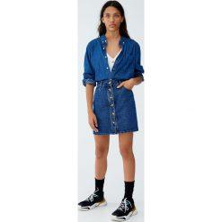Spódnica jeansowa z guzikami z przodu. Szare spódniczki jeansowe Pull&Bear. Za 89,90 zł.
