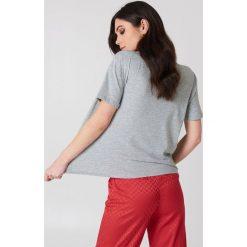 T-shirty damskie: Kristin Sundberg for NA-KD T-shirt Red Lips – Grey