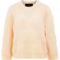 DESIGNERS REMIX VICKI CABLE Sweter nude. Białe swetry klasyczne damskie marki DESIGNERS REMIX, z elastanu, polo. Za 899,00 zł.