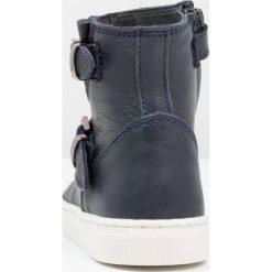 Pinocchio Botki dark blue. Niebieskie buty zimowe damskie Pinocchio, z materiału. W wyprzedaży za 272,35 zł.