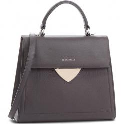 Torebka COCCINELLE - C05 B14 E1 C05 18 03 01  Fume Y28. Szare torebki klasyczne damskie marki Coccinelle, ze skóry. W wyprzedaży za 979,00 zł.