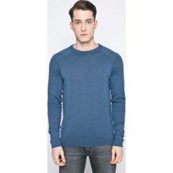 Jack & Jones - Sweter. Czarne swetry klasyczne męskie marki Jack & Jones, l, z bawełny, z okrągłym kołnierzem. W wyprzedaży za 49,90 zł.