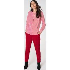 Rut&Circle Koszula w paski Malina - Red,Multicolor. Czerwone paski damskie marki Rut&Circle, w paski, klasyczne, z falbankami, z długim rękawem. Za 145,95 zł.