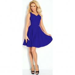 Chabrowa Sukienka Elegancka Rozkloszowana na Szerokich Ramiączkach. Niebieskie sukienki balowe marki Molly.pl, na imprezę, xl, z tkaniny, z kopertowym dekoltem, na ramiączkach, dopasowane. W wyprzedaży za 111,93 zł.