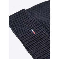 Hilfiger Denim - Czapka i szalik. Czarne czapki zimowe męskie Hilfiger Denim, na zimę, z bawełny. W wyprzedaży za 259,90 zł.