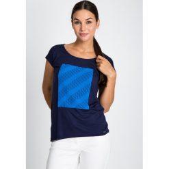 Bluzki damskie: Granatowa bluzka z niebieskim haftem QUIOSQUE