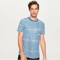 Odzież męska: T-shirt w paski z kieszonką – Niebieski