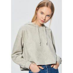 Bluza z kapturem o krótkim kroju - Jasny szary. Szare bluzy z kapturem damskie Cropp, m, z krótkim rękawem, krótkie. Za 99,99 zł.