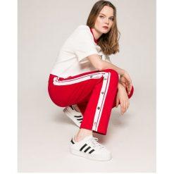 Tommy Jeans - Spodnie. Szare jeansy damskie z wysokim stanem marki Tommy Jeans. W wyprzedaży za 269,90 zł.