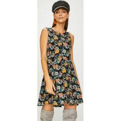 Review - Sukienka. Szare sukienki mini Review, na co dzień, l, z tkaniny, casualowe, z okrągłym kołnierzem, rozkloszowane. W wyprzedaży za 139,90 zł.