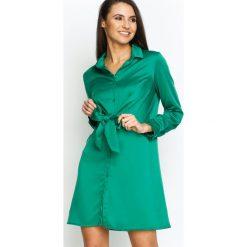 Zielona Sukienka Good News. Zielone długie sukienki marki Born2be, s, klasyczne, z klasycznym kołnierzykiem, z długim rękawem, koszulowe. Za 94,99 zł.
