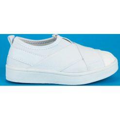 ESTELLA wsuwane trampki dla dziewczynki. Białe buty sportowe dziewczęce marki ROCK AND JOY. Za 69,00 zł.