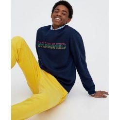 Bluzy męskie: Bluza z okrągłym dekoltem i kolorowym napisem