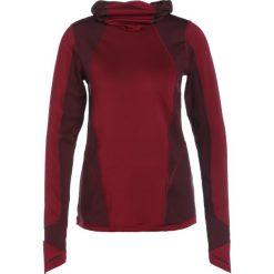 Under Armour REACTOR RUN BALACLAVA Koszulka sportowa black currant. Czerwone bluzki sportowe damskie Under Armour, m, z elastanu, z długim rękawem. W wyprzedaży za 356,15 zł.