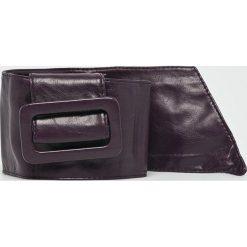 Answear - Pasek. Czarne paski damskie marki Ivyrevel, w paski, z materiału. W wyprzedaży za 27,90 zł.