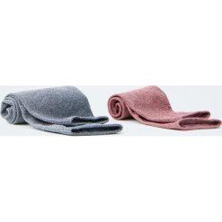 Różowe i szare skarpetki z połyskiem. Zielone skarpetki damskie marki Pull&Bear. Za 29,90 zł.