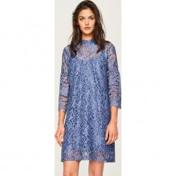 Koronkowa sukienka ze stójką - Niebieski. Niebieskie sukienki koronkowe marki ARTENGO, ze stójką. Za 79,99 zł.