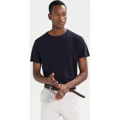T-shirty męskie: Scotch & Soda CLASSIC CREWNECK TEE WITH HEM ARTWORK Tshirt basic night