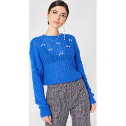 Gestuz Sweter Lobelia - Blue. Zielone swetry klasyczne damskie marki Emilie Briting x NA-KD, l. W wyprzedaży za 158,09 zł.