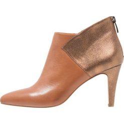 KIOMI Ankle boot cognac/bronze. Brązowe botki damskie na zamek KIOMI, z materiału. Za 379,00 zł.