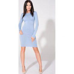 Niebieska Sukienka Dopasowana Dzianinowa z Dekoltem na Plecach. Szare sukienki dresowe marki bonprix, melanż, z kapturem, z długim rękawem, maxi. Za 139,90 zł.