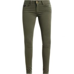 LOIS Jeans CORDOBA Jeans Skinny Fit militia green. Zielone jeansy damskie marki LOIS Jeans, z bawełny. W wyprzedaży za 335,20 zł.