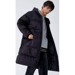 Płaszcz kokon z kaczym puchem. Czarne płaszcze na zamek męskie Pull&Bear, m, z puchu. Za 499,00 zł.