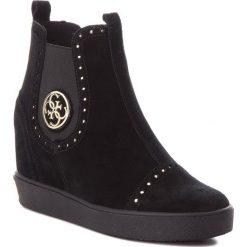 Botki GUESS - FLFRD3 SUE12 BLACK. Czarne buty zimowe damskie Guess, z materiału, na obcasie. Za 669,00 zł.