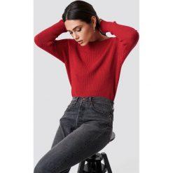 Rut&Circle Sweter Quini - Red. Zielone swetry klasyczne damskie marki Rut&Circle, z dzianiny, z okrągłym kołnierzem. Za 121,95 zł.