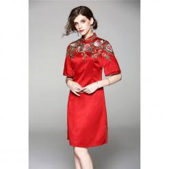 Sukienka w kolorze czerwonym. Czerwone sukienki mini marki Zeraco, z dekoltem na plecach, proste. W wyprzedaży za 339,95 zł.