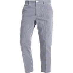 Chinosy męskie: Obey Clothing STRAGGLER STRIPE FLOODED Spodnie materiałowe navy multi