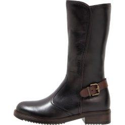 Friboo Kozaki nero/caffe. Czerwone buty zimowe damskie marki Friboo, z materiału. W wyprzedaży za 136,95 zł.