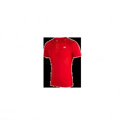 Koszulka kompresyjna - MT710135HRD. Czerwone koszulki do piłki nożnej męskie marki New Balance, na jesień, m, z materiału. Za 129,99 zł.