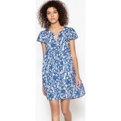 Sukienki hiszpanki: Krótka sukienka, rozszerzana pod biustem, z krótkim rękawem
