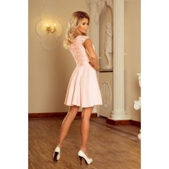 Sukienka MARIA z koronką - BRZOSKWINIA. Brązowe sukienki koronkowe marki numoco, s, w koronkowe wzory, rozkloszowane. Za 189,99 zł.