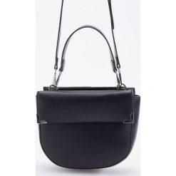 Torebka typu saddle bag - Czarny. Czarne torebki klasyczne damskie Reserved. Za 129,99 zł.