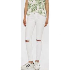 Tally Weijl - Jeansy Zoe. Białe jeansy damskie rurki marki TALLY WEIJL, z bawełny, z obniżonym stanem. W wyprzedaży za 99,90 zł.