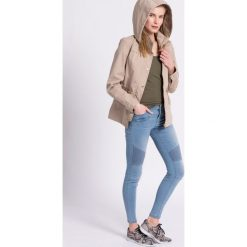 Review - Jeansy Biker. Niebieskie jeansy damskie Review, z aplikacjami, z bawełny, z obniżonym stanem. W wyprzedaży za 89,90 zł.