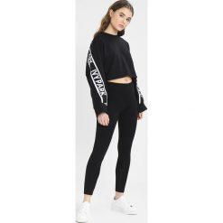 Bluzy rozpinane damskie: Ivy Park LOGO TAPE CROP CREW  Bluza black
