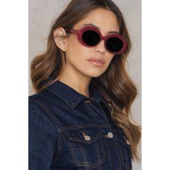 Okulary przeciwsłoneczne damskie: NA-KD Accessories Owalne okulary przeciwsłoneczne – Red
