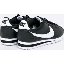 Nike Sportswear - Buty Classic Cortez. Czarne buty sportowe damskie Nike Sportswear, z materiału. W wyprzedaży za 349,90 zł.
