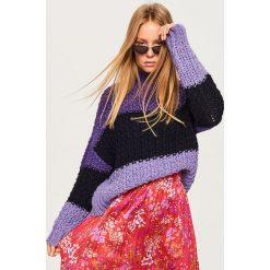 Fioletowy sweter w paski - Wielobarwn. Fioletowe swetry klasyczne damskie Reserved, m. Za 99,99 zł.