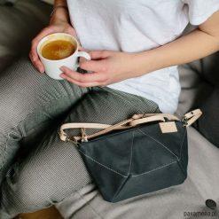 Torebka BEE GREY. Szare torebki klasyczne damskie Pakamera, w geometryczne wzory, ze skóry, małe. Za 170,00 zł.