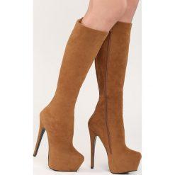Camelowe Kozaki Hornbeam. Czarne buty zimowe damskie marki Kazar, z futra, przed kolano, na wysokim obcasie, na koturnie. Za 74,99 zł.