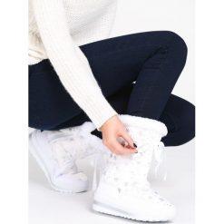 Białe Śniegowce Contents. Czarne buty zimowe damskie marki Cropp. Za 89,99 zł.