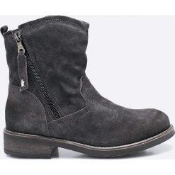 Tamaris - Botki. Czarne buty zimowe damskie marki Tamaris, z materiału, z okrągłym noskiem, na obcasie. W wyprzedaży za 169,90 zł.