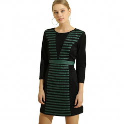 Sukienka w kolorze czarno-zielonym. Czarne sukienki na komunię marki Almatrichi, w paski, z dekoltem na plecach, midi, proste. W wyprzedaży za 169,95 zł.