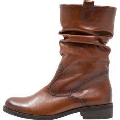 Gabor WIDE FIT Kowbojki i Buty motocyklowe sattel. Brązowe buty zimowe damskie marki Gabor, z materiału. W wyprzedaży za 494,25 zł.